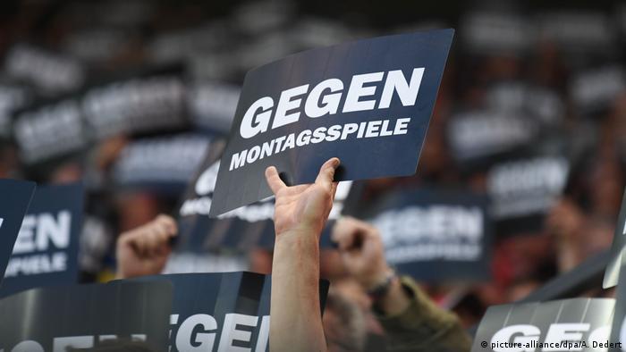Deutschland Fanprotest gegen Montagsspiele