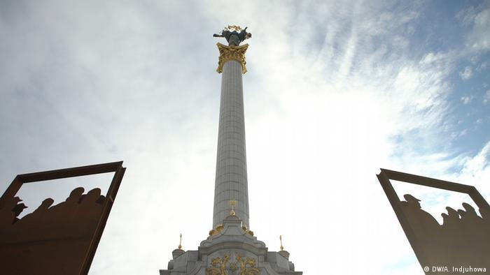 Инсталляция на Майдане в Киеве в память о погибших на баррикадах