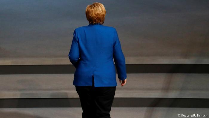 Berlin: Angela Merkel bei einer Sitzung des Bundestages (Reuters/F. Bensch)