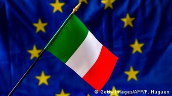 Итальянский флажок на фоне флага ЕС