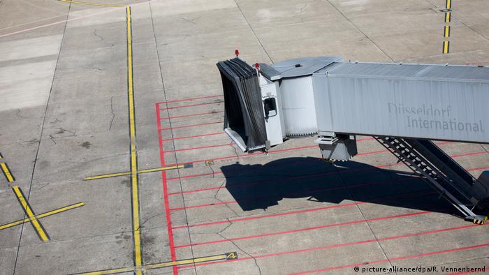 Sicherheitspersonal Lahmt Flugbetrieb Aktuell Deutschland Dw