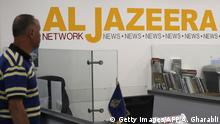 ARCHIV 2017 *** Employees of Qatar based news network and TV channel Al-Jazeera are seen at their Jerusalem office on July 31, 2017, Israel said on August 6, 2017 that it planned to close the offices of Al-Jazeera after Prime Minister Benjamin Netanyahu accused the Arab satellite news broadcaster of incitement. A statement from the communications ministry said it would demand the revocation of the credentials of journalists working for the channel and also cut its cable and satellite connections. / AFP PHOTO / AHMAD GHARABLI (Photo credit should read AHMAD GHARABLI/AFP/Getty Images)