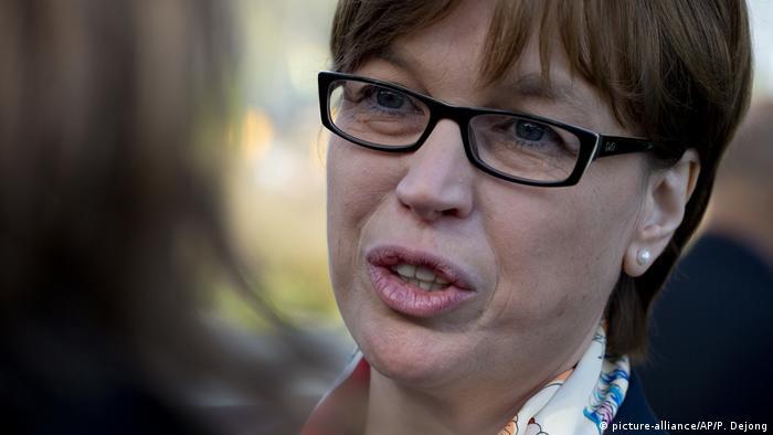 Portrait: Interpol-Direktorin Catherine De Bolle (picture-alliance/AP/P. Dejong)