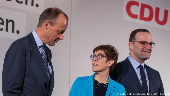 Фрідріх Мерц (ліворуч), Аннеґрет Крамп-Карренбауер, Йенс Шпан (праворуч) - кандидати на посаду голови ХДС