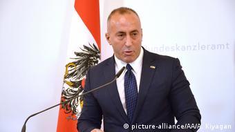 Kosovo erhöht Einfuhrzölle - Ramush Haradinaj spricht auf der West-Balkankonferenz in Österreich (picture-alliance/AA/A. Kiyagan)