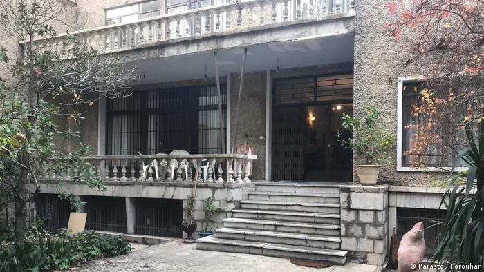 شامگاه اول آذرماه ۱۳۷۷ بود که فروهر و اسکندری در منزل مسکونیشان در تهران به طرز فجیعی به قتل رسیدند