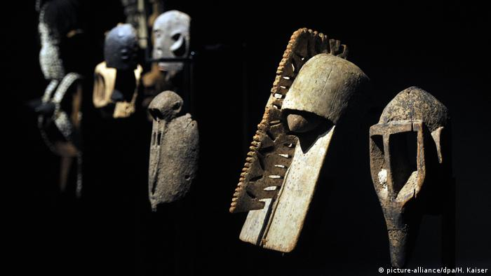 The masks of the Dogon are also in the Quai Branly's collection. (picture-alliance/dpa/H. Kaiser)