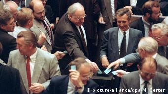 Deutschland Bundestag 1993 | Änderung Grundgesetz - Einschränkung Asylrecht
