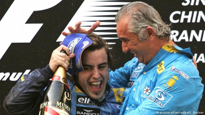 Formel 1 2005 in China   Fernando Alonso & Flavio Briatore (picture-alliance/dpa/G. Breloer)