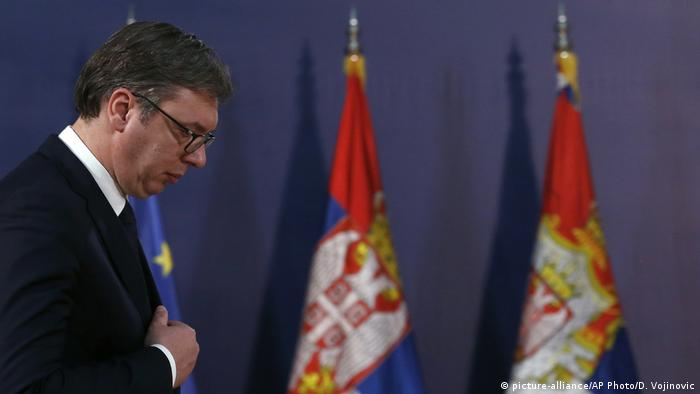 Serbien PK Präsident Aleksandar Vucic (picture-alliance/AP Photo/D. Vojinovic)