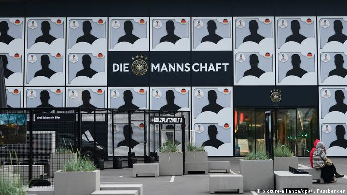 Facade of football museum in Dortmund (picture-alliance/dpa/I. Fassbender)