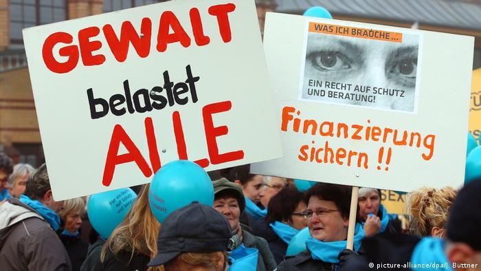 Deutschland Demonstration gegen Gewalt an Frauen