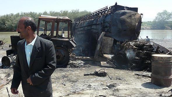 Očevid uništene cisterne u zračnom napadu u Kunduzu