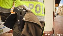 28.04.2018 Bogota (Colombia) in April/May 2018 April 28, 2018 Imago/Thomas Meyer - Bogota, Colombia: A SIG Sauer P226 service-type pistol sits on the body of a policeman of the National Police of Colombia on duty, 28 April 2018 in Bogota city center. Germany has imposed an export ban on arms maker SIG Sauer after guns manufactured by the German company were found to have been sold to the Colombian police, German media report. *** Bogota Colombia in April May 2018 April 28 2018 Imago Thomas Meyer Bogota Colombia A SIG Sauer P226 service type pistol sits on the body of a policeman on duty at the National Police of Colombia on April 28, 2018 in Bogota arms maker SIG Sauer after guns were produced by the German company