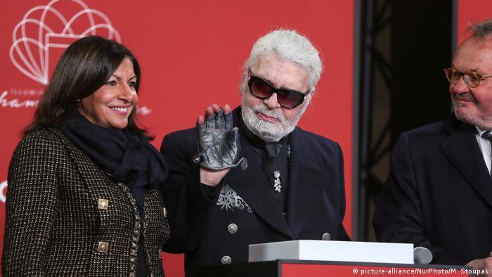 Zuletzt mit Bart: Lagerfeld und die Pariser Bürgermeisterin Anne Hidalgo im November 2018 (Foto:picture-alliance/NurPhoto/M. Stoupak)