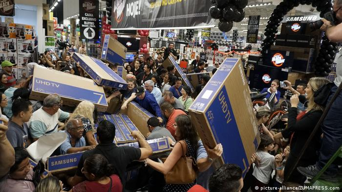 Shoppers going crazy for deals in Brazil on Black Friday in 2018