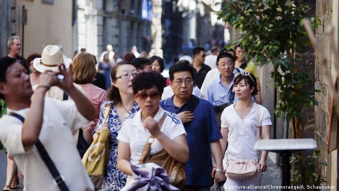 Italien Florenz Straßenszene chinesische Touristen
