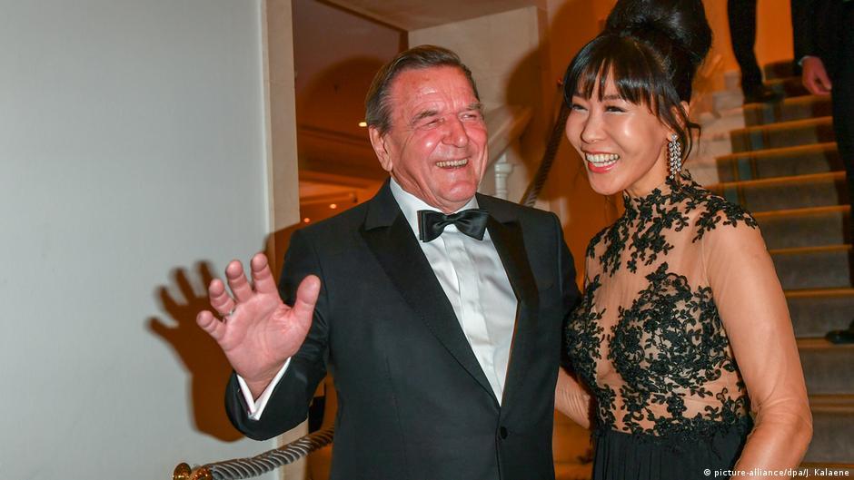 Berlin - Bundespresseball: Altbundeskanzler Gerhard Schröder mit Ehefrau Soyeon Schröder-Kim