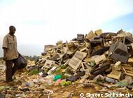 Гори сміття на околицях Кампали