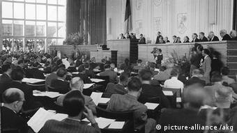 Konstituierende Sitzung des Bundestages am 7. Septembe 1949. (Foto: picture-alliance /Archiv)
