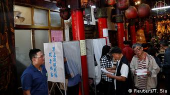 Taiwan | Abstimmung | Unabhängigkeit (Reuters/T. Siu)