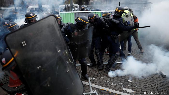 Поліція застосувала проти протестувальників спецзасоби