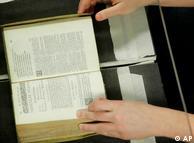 La digitalización de cada página cuesta entre 0,12 y 0,80 euros.