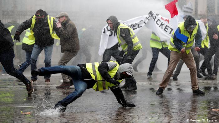 Акції жовтих жилетів у Парижі