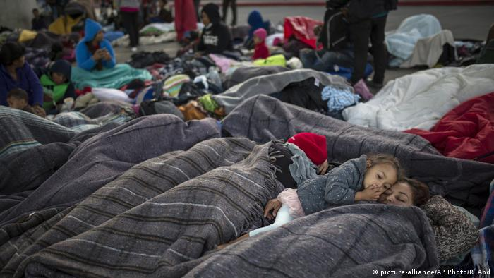 Mexiko Migranten Karawane in Tijuana (picture-alliance/AP Photo/R. Abd)