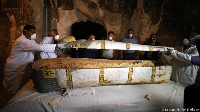 A 3,000-year-old sarcophagus is opened (Reuters/M. Abd El Ghany)