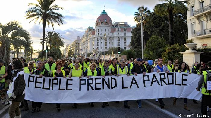 Protest in yellow vests in Nizza