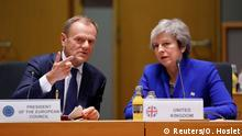 British Prime Minister Theresa May (R) and European Union Council President Donald Tusk during the extraordinary EU leaders summit to finalise and formalise the Brexit agreement in Brussels, Belgium November 25, 2018. Olivier Hoslet/Pool via REUTERS