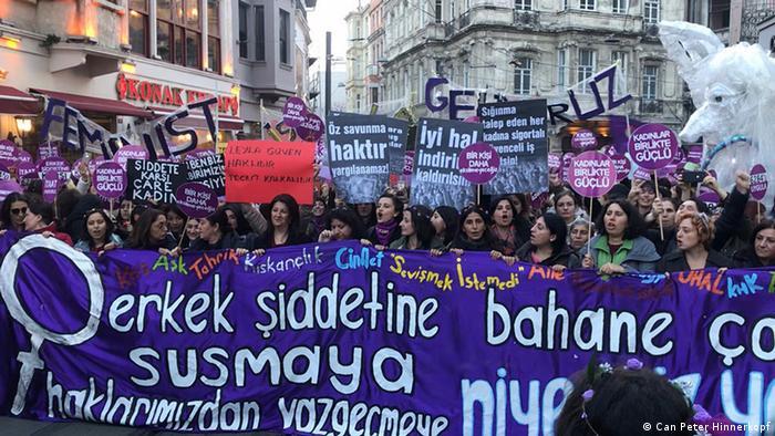 Türkei Istanbul - Internationaler Tag gegen Gewalt an Frauen