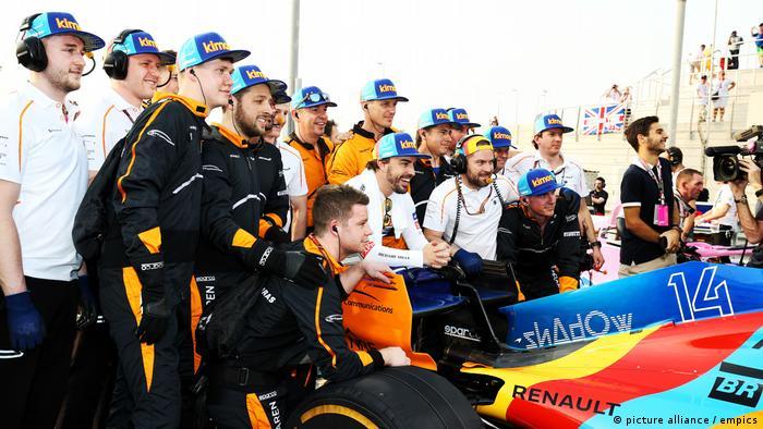 Abu Dhabi Grand Prix - Yas Marina Circuit - Gruppenbild mit Alonso (picture alliance / empics)