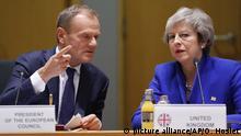 EU-Sondergipfel zum Brexit in Brüssel - May und Tusk