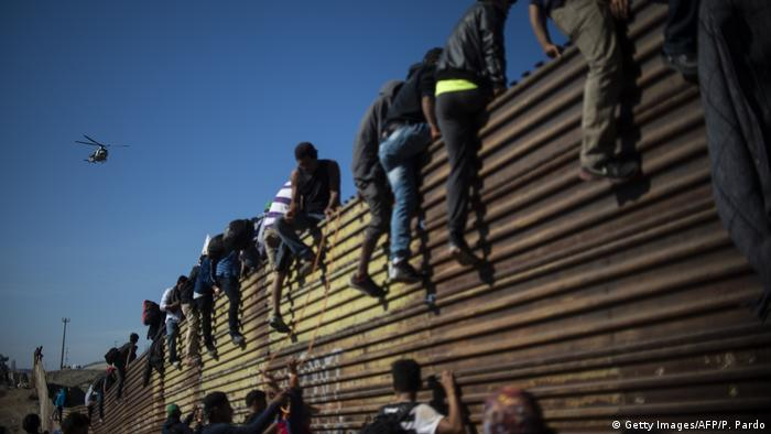 Mexiko Migranten an Grenze zu USA in Tijuana