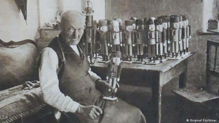 Wilhelm Friedrich Füchtner with his nutcracker dolls (Original Füchtner )
