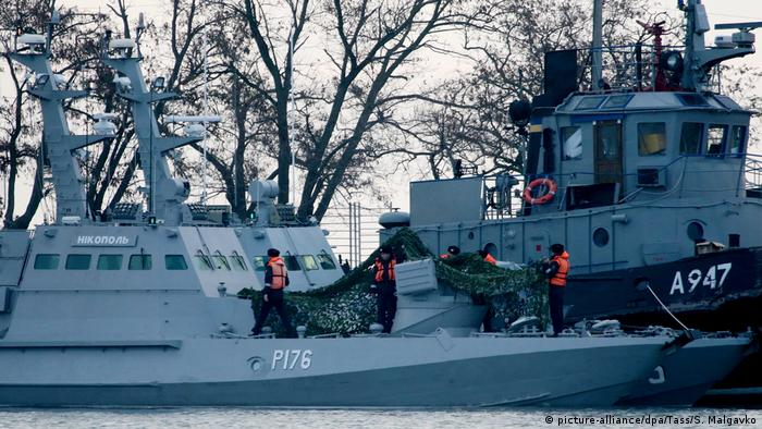 he Nikopol gunboat (L) and the Yany Kapu tugboat of the Ukrainian Navy tugged to the Kerch Seaport