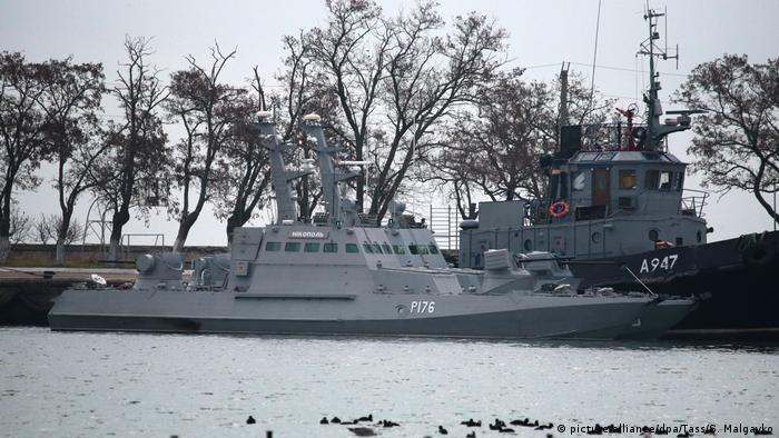 Ukrainian ships in Kerch Strait (picture-alliance/dpa/Tass/S. Malgavko)