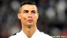 Italien - Juventus Turin vs SPAL Ferrara | Cristiano Ronaldo Protest gegen Gewalt gegen Frauen