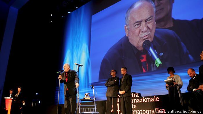 برتولوچی در طول عمر کاری خود چندین جایزه دریافت کرد. افزون بر دو اسکار و دو جایزه گلدنگلوب، در سال ۲۰۰۷ به خاطر یک عمر فعالیت هنریاش شیر طلایی جشنواره فیلم ونیز را دریافت کرد. در توضیح جایزه او آمده بود: مشهورترین کارگردان حال حاضر ایتالیا و یکی از مهمترین و تأثیرگذارترین کارگردانها در تاریخ سینما.