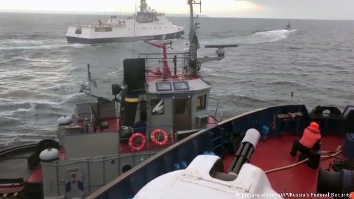Скриншот записи инцидента между украинскими судами и российской береговой охраной в ноябре 2018 года