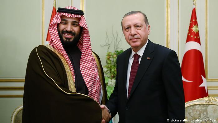 الرئيس التركي رجب طيب أردوغان وولي العهد السعودي محمد بن سلمان (أرشيف)