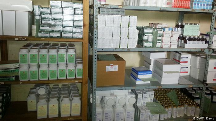 Mosambik Medizinische Versorgung l Medikamentdepot von Gesundheitsministeriums in Niassa (DW/M. David)