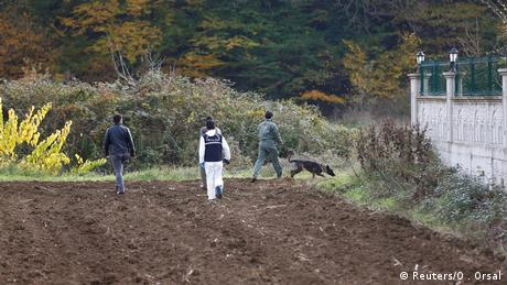 Turkish police search two villas with the help of sniffer dogs as part of the investigation into murdered journalist Jamal Khashoggi (Reuters/O . Orsal)