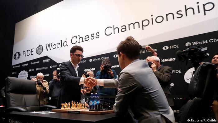 Schachweltmeisterschaft 2018 | Magnus Carlsen - Fabiano Caruana (Reuters/P. Childs)