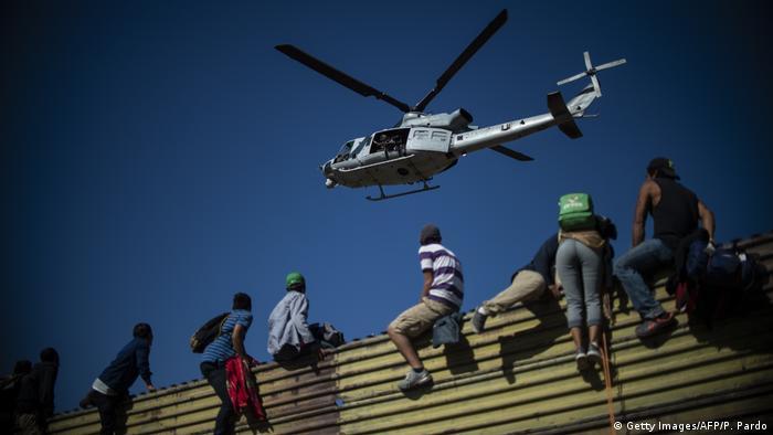 El hambre y la miseria empujan a huir a la gente de Honduras, Nicaragua, El Salvador y Guatemala. Su objetivo es llegar a Estados Unidos, pero Trump hace lo posible para que no ingresen en el país. La mayoría de estos refugiados se quedan varados en la frontera entre México y Estados Unidos.
