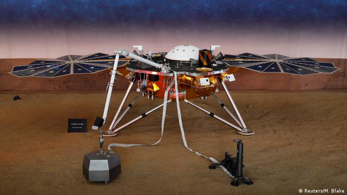 NASA's robot lander InSight begins its mission on Mars (Reuters/M. Blake)