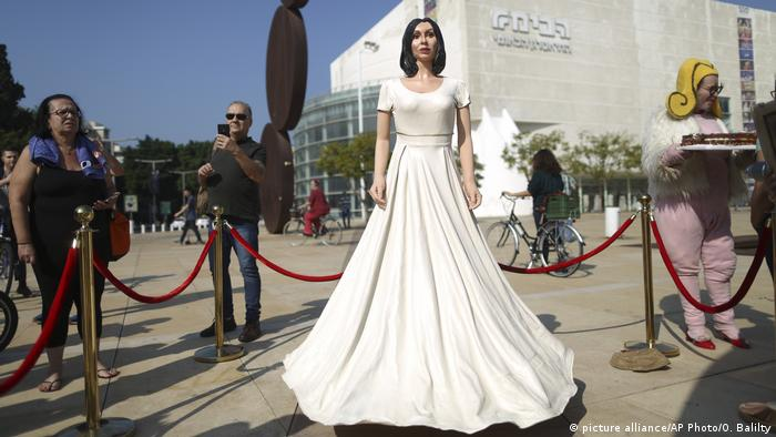Israel Protest Statue von Miri Regev (picture alliance/AP Photo/O. Balilty)