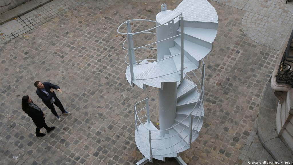 Picture of: Original Spiral Staircase Section Of Paris Eiffel Tower Auctioned News Dw 28 11 2018